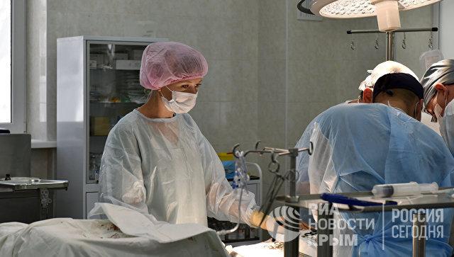 Врачи делают аортокоронарное шунтирование пациенту в Республиканской клинической больнице им. Семашко