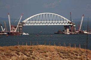 Железнодорожная арка строящегося моста через Керченский пролив