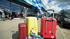Багаж, прибывших на отдых в Крым, в международном аэропорту Симферополь