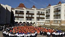 Флешмоб учеников МДЦ Артек ко Всемирному дню учителя