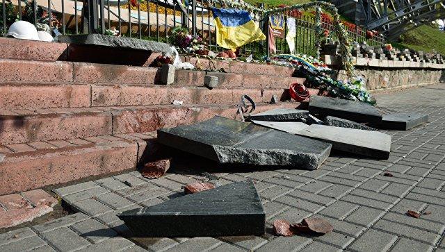 В Киеве разбили памятник погибшим во время акции Евромайдана