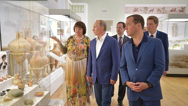 Рабочая поездка президента РФ В. Путина и премьер-министра РФ Д. Медведева в Севастополь