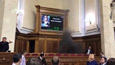 Нардеп Украины Юрий Левченко бросил в Раде дымовую шашку