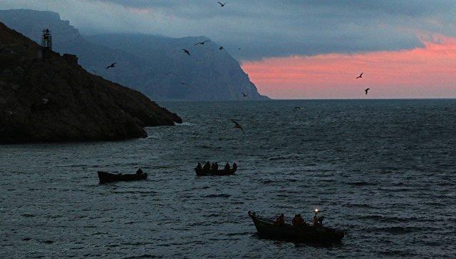 Лодки у входа в бухту Балаклавы
