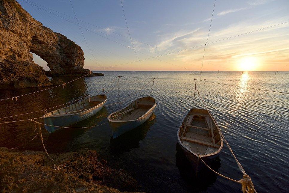 Лодки рыбаков у мыса Тарханкут