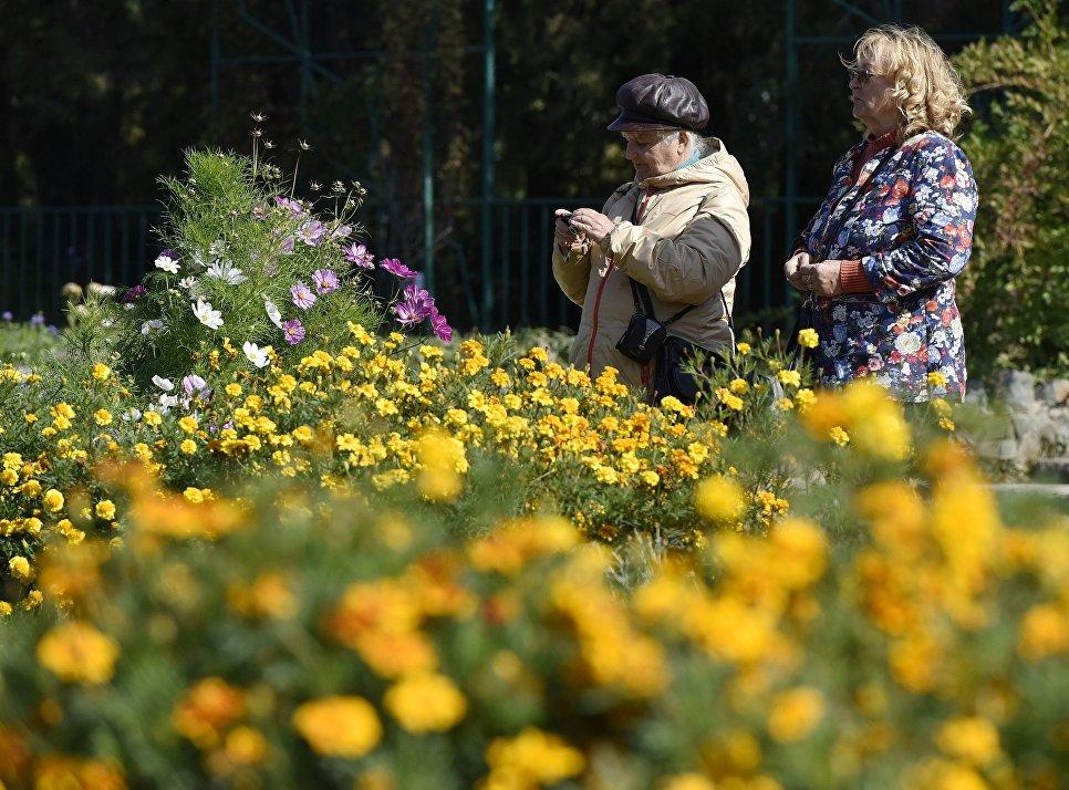 Женщины в Ботаническом саду Крымского федерального университета им.Вернадского в Симферополе