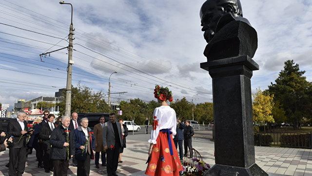 Представители украинских диаспор из различных стран прибыли в Симферополь