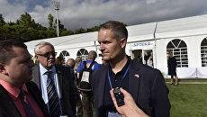 Глава норвежской делегации Хендрик Вебер во время интервью в Артеке