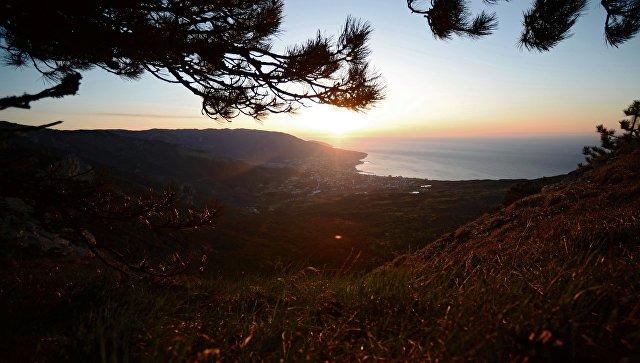 Вид на город Ялту с горы Ай-Петри