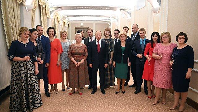 Встреча президента РФ В. Путина с лауреатами конкурса Учитель года России-2017. Наталья Корчинская - вторая слева