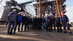 Лидеры думских фракций во время посещения стройплощадки Крымского моста. 12 октября 2017