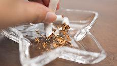 Сломанная сигарета в пепельнице