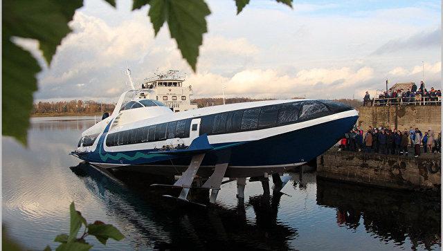 Спущено на воду судно-катер на воздушных крыльях Комета 120М, которое будет возить туристов в Крыму