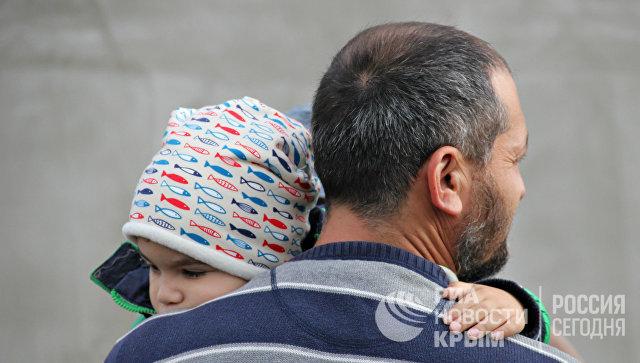 Участники поляны протеста в районе микрорайона Пневматика в Симферополе