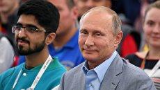 Президент России Владимир Путин посетил XIX Всемирный фестиваль молодежи и студентов. 21 октября 2017