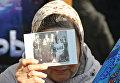 Протестующая против показа фильма Матильда возле кинотеатра им. Шевченко в Симферополе