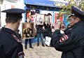 Протестующие против показа фильма Матильда возле кинотеатра Спартак в Симферополе