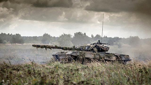 Танк во время учений НАТО в Польше