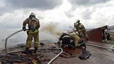 Пожар в многоэтажном доме. Архивное фото