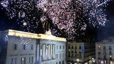 Салюты и протесты: реакция на резолюцию о независимости в столице Каталонии