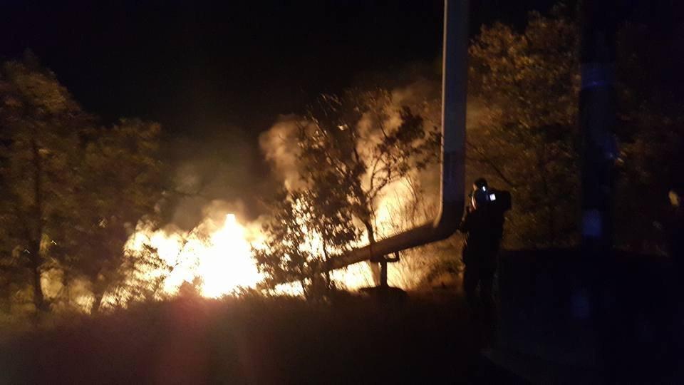 Пожар на поврежденном газопроводе