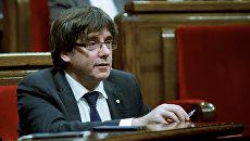 Глава женералитета Каталонии Карлес Пучдемон на заседании парламента Каталонии. Архивное фото