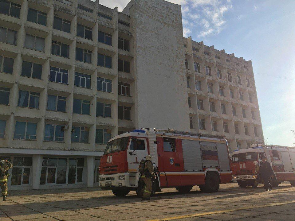 Пожар вСевГУ: эвакуировали неменее 1 тыс студентов