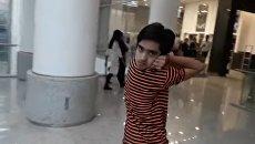14-летний подросток из Пакистана научился поворачивать голову на 180 градусов