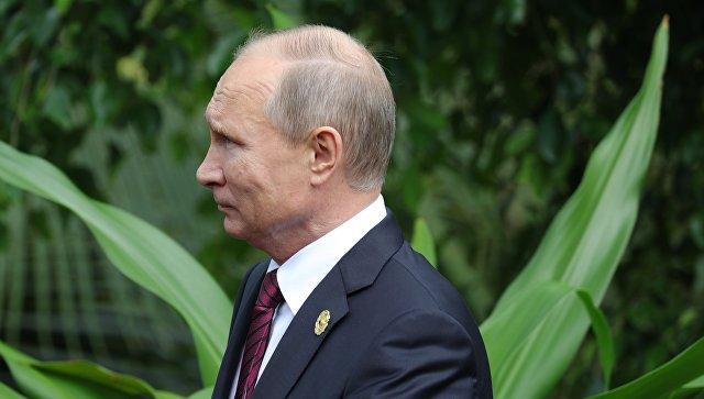 Президент РФ Владимир Путин перед совместным фотографированием лидеров экономик форума Азиатско-Тихоокеанского экономического сотрудничества (АТЭС).11 ноября 2017