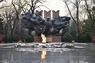 Памятник Подвиг в парке имени 28 гвардейцев-панфиловцев в Алма-Ате