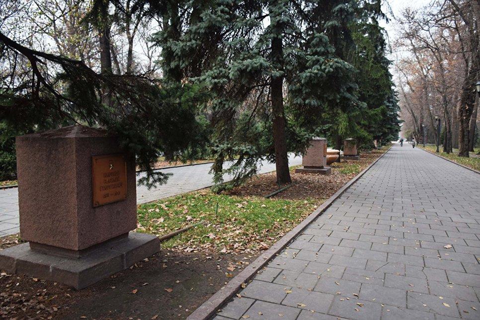 Алея героев в парке имени 28 гвардейцев-панфиловцев в Алма-Ате