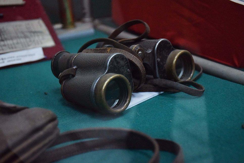 Бинокль Ивана Панфилова в Музее боевой славы в Доме офицеров в Алма-Ате