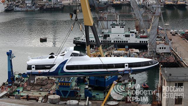 В Севастополь на достройку прибыл катер на подводных крыльях Комета