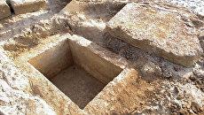 На пляже в Евпатории горожанин нашел древнюю могилу