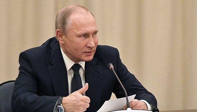 Президент РФ Владимир Путин во время заседания Попечительского совета Мариинского театра в здании Новой сцены Государственного академического Мариинского театра. 17 ноября 2017