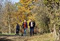 Люди в парке им. Гагарина в Симферополе
