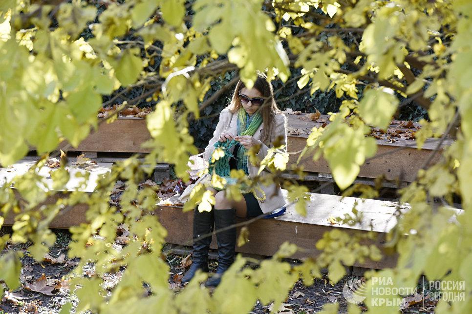 Девушка в парке им. Гагарина в Симферополе