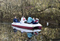 Люди катаются на лодке в пруду в парке им. Гагарина в Симферополе