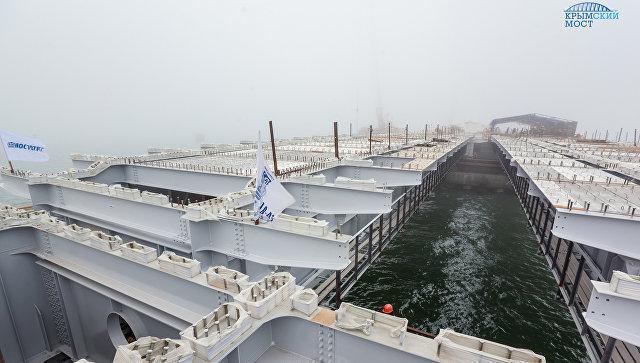 Строители завершили монтаж пролетов автодорожной части моста через Керченский пролив на одном из четырех морских участков