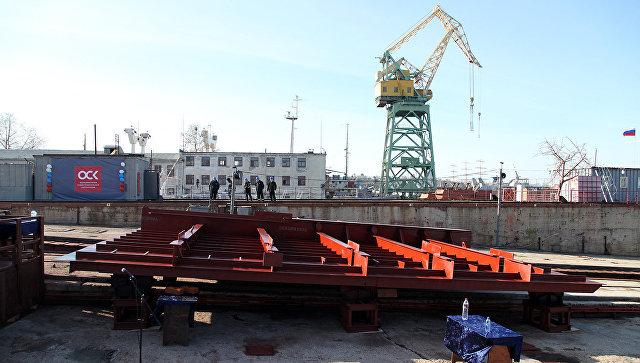 Церемония закладки плавучего крана ПК-400 Севастополь на Севморзаводе
