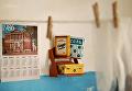 Фотограф из Екатеринбурга Лара Вычужанина (@adele.quel) поместила знаменитых кукол в интерьер советской квартиры