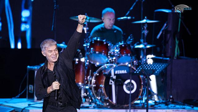 Российский певец Олег Газманов дал концерт для строителей Крымского моста
