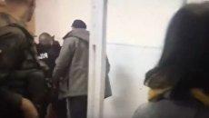 Депутат Рады напал на полицейского в суде