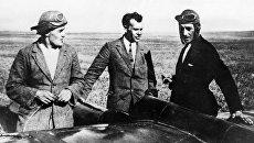 Сергей Королев (слева), авиаконструктор Сергей Люшин (в центре) и летчик Константин Арцеулов возле планера Коктебель. Крым, 1929 год