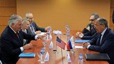 Министр иностранных дел РФ Сергей Лавров (справа) и государственный секретарь США Рекс Тиллерсон (слева)