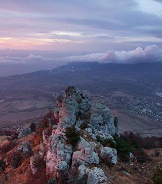 Вид на гору Демерджи в Крыму