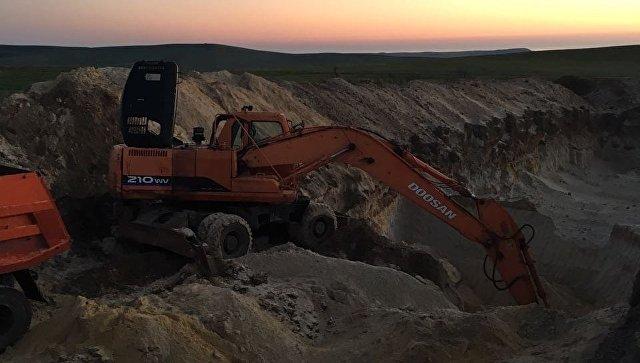 В Крыму задержана банда, ворующая песок с военного аэродрома