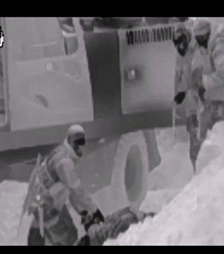Видео задержания банды, добывающей песок на территории бывшего военного аэродрома в Крыму