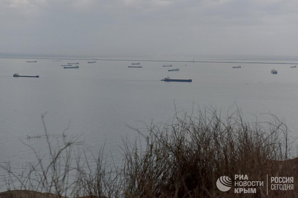 Вид на Керченский пролив с радиотехнического поста на мысе Фонарь (с. Багерово)