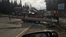 Микроавтобус снес столб электропередач на трассе Симферополь - Ялта